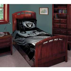 Oakland Raiders NFL Comforter Set (Twin/Full)