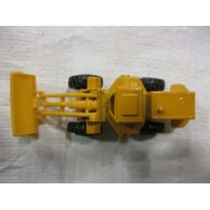 Yellow Heavy Duty Mid Mount Swival Payloader Matchbox Car